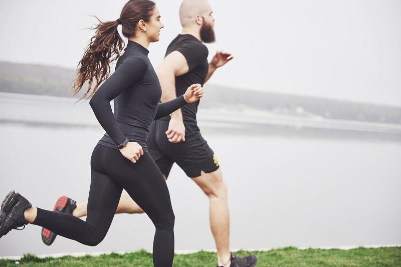 Sprints de una pareja de deportistas emprendedores